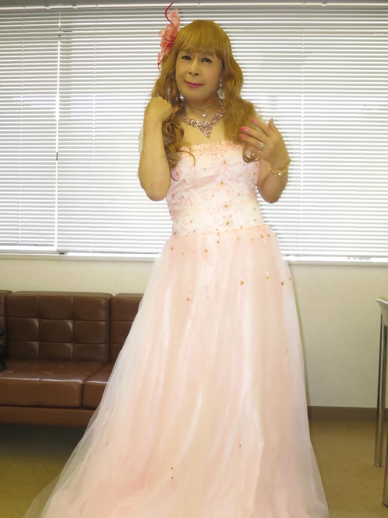 ピンクドレス舞台控室(6)