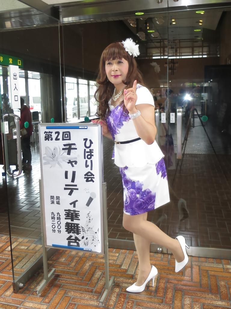 白地に紫花柄ペプラム裾スーツA(3)