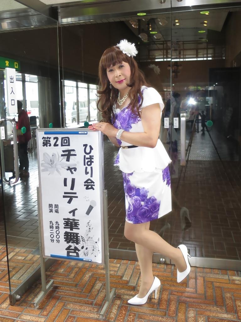 白地に紫花柄ペプラム裾スーツA(2)