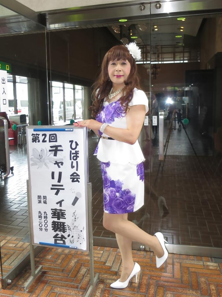 白地に紫花柄ペプラム裾スーツA(1)
