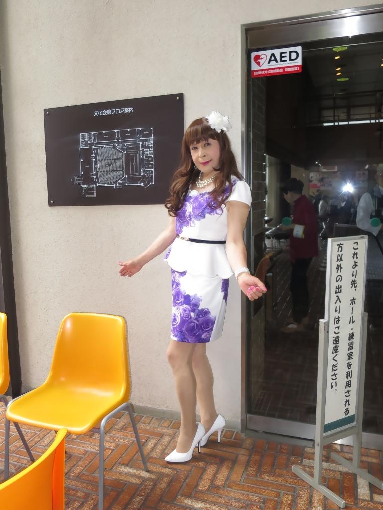 白地に紫花柄ペプラム裾スーツB(1)