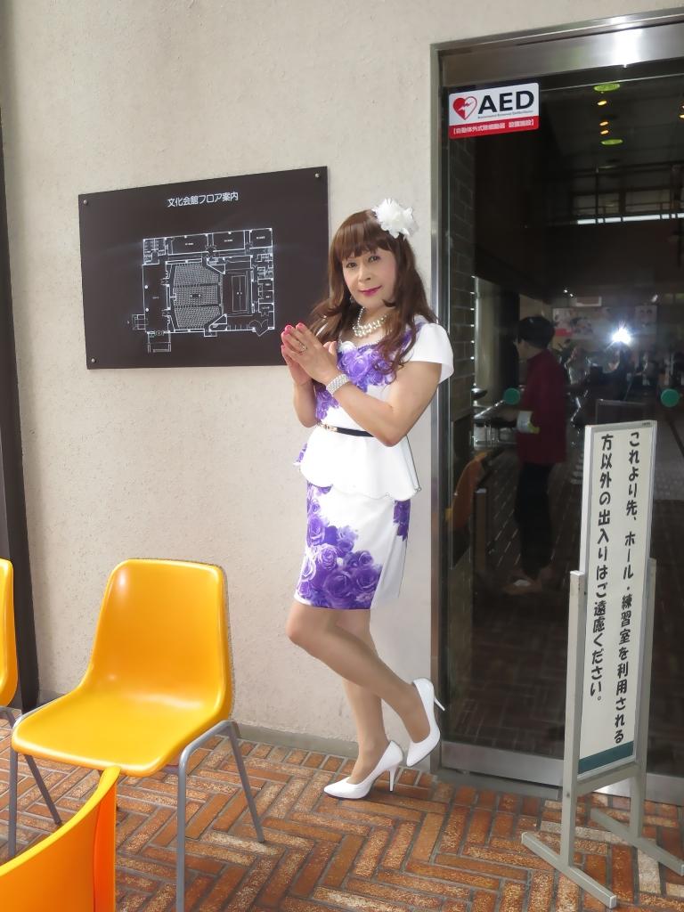 白地に紫花柄ペプラム裾スーツB(2)
