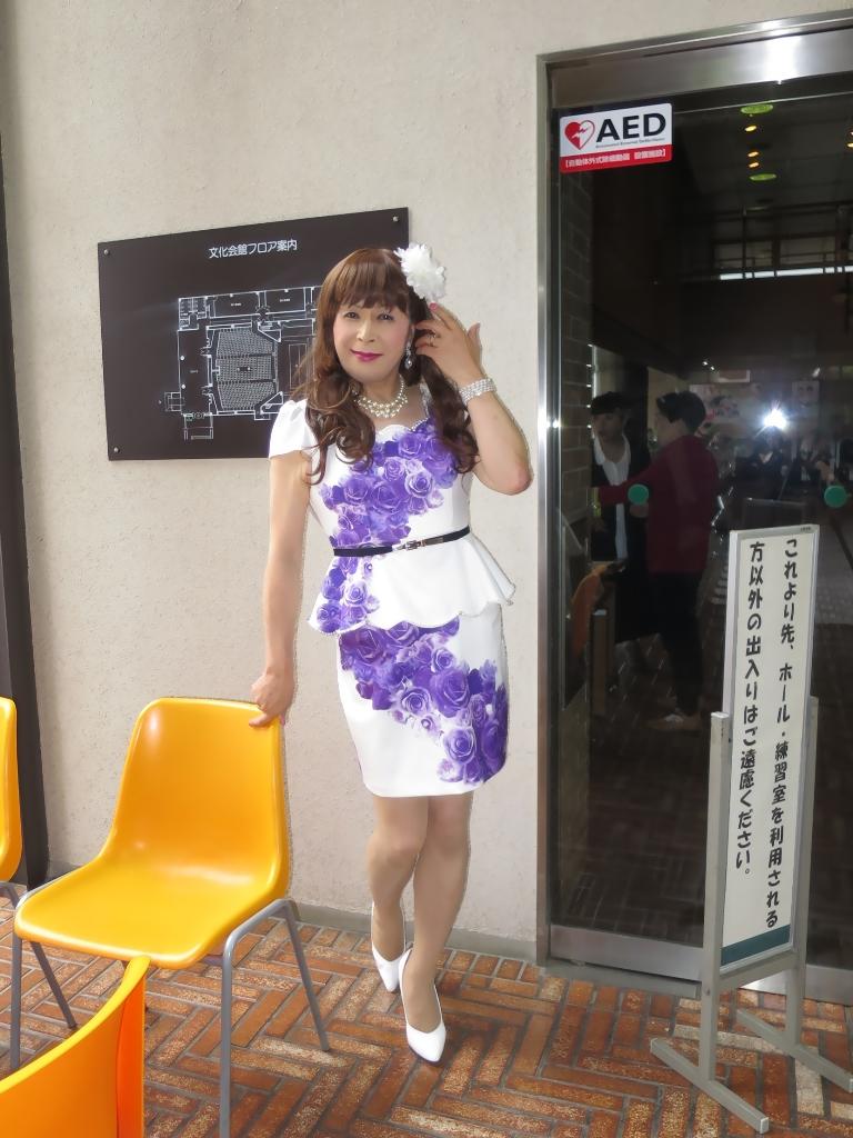 白地に紫花柄ペプラム裾スーツB(3)