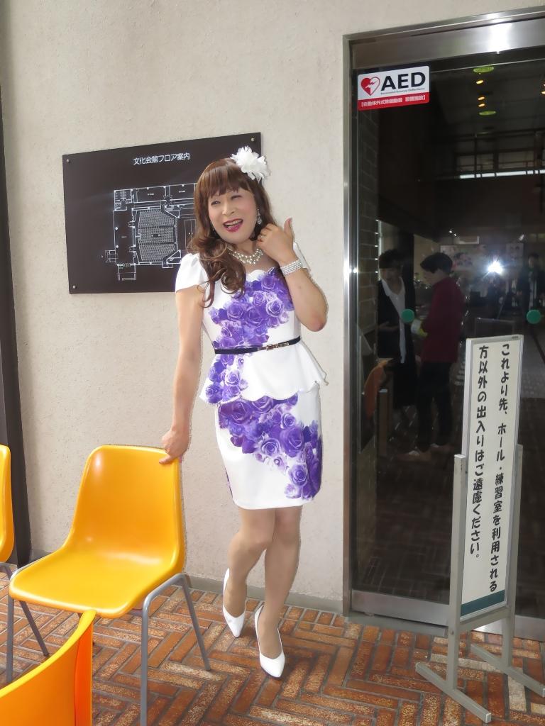 白地に紫花柄ペプラム裾スーツB(4)