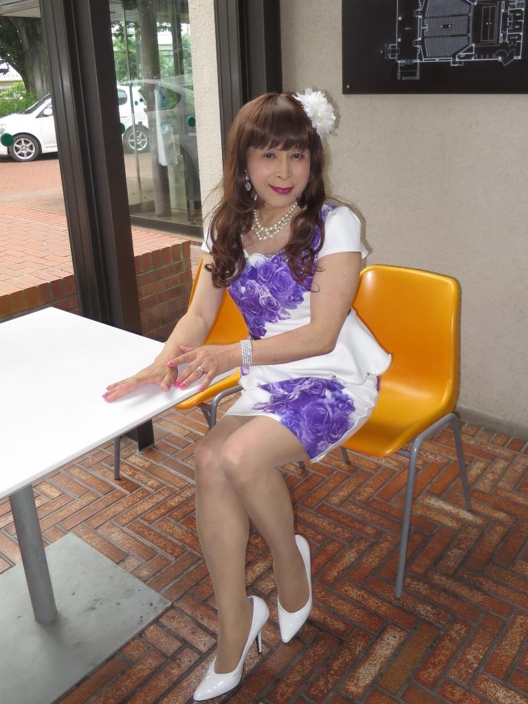 白地に紫花柄ペプラム裾スーツB(5)