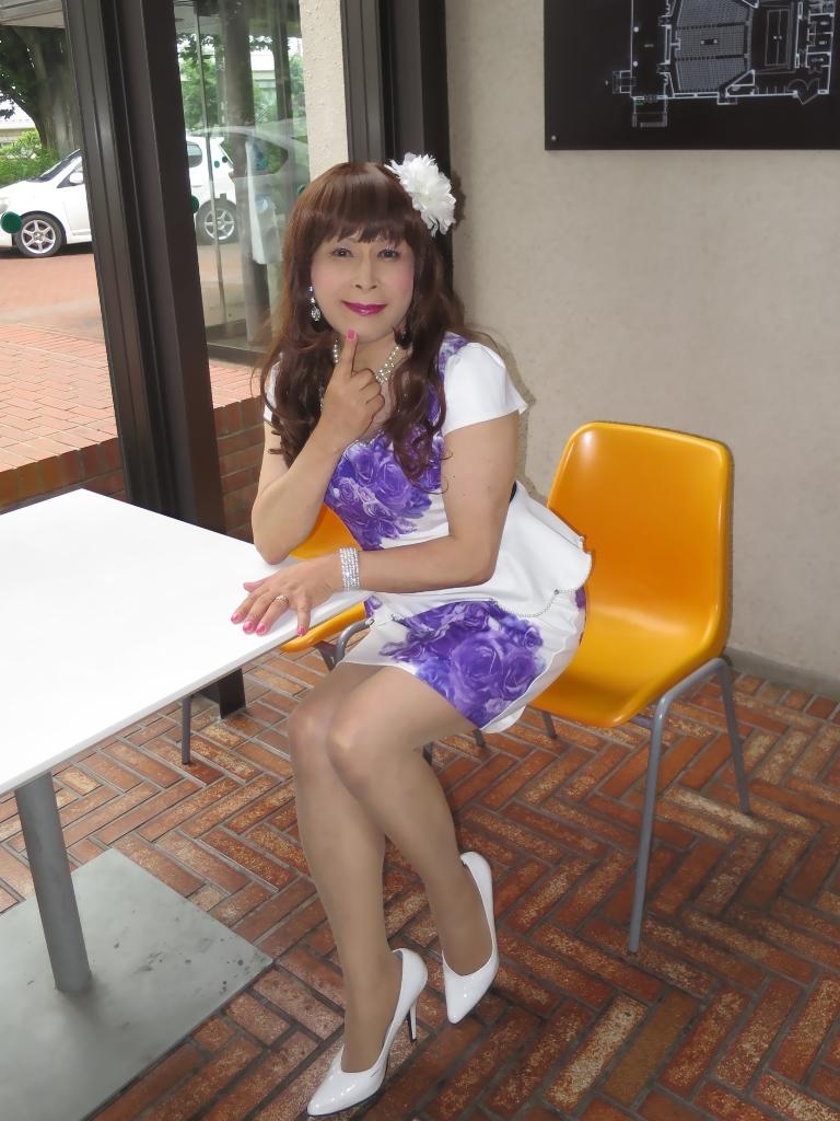 白地に紫花柄ペプラム裾スーツB(6)