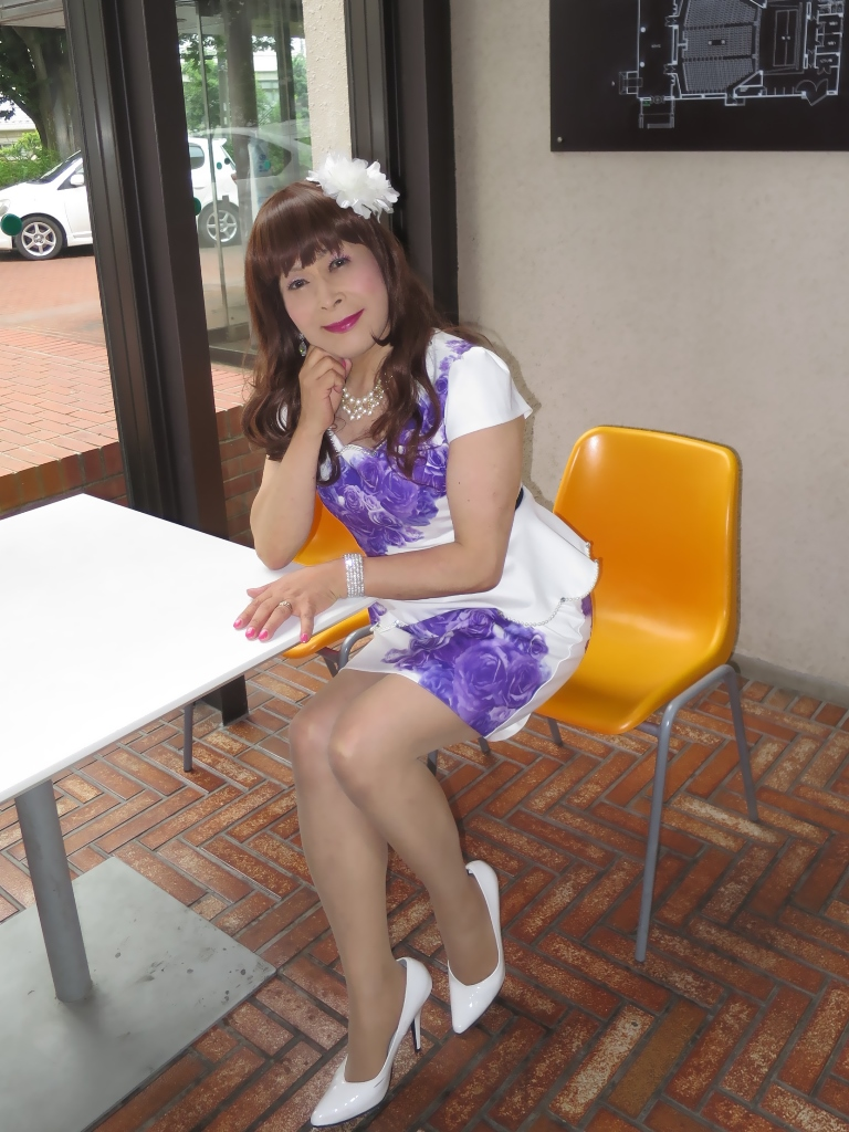 白地に紫花柄ペプラム裾スーツB(7)
