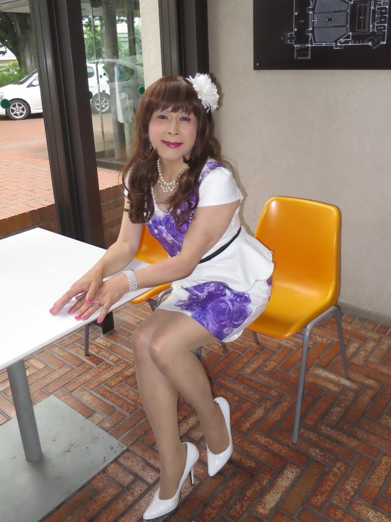 白地に紫花柄ペプラム裾スーツB(8)