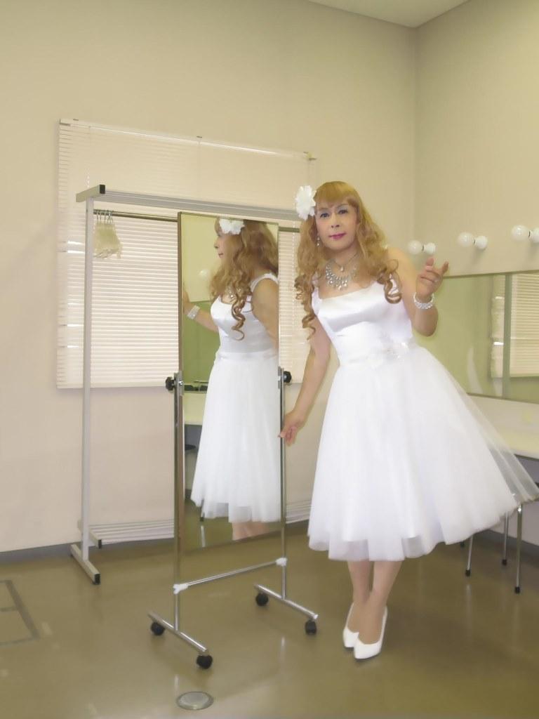 白ショートドレス楽屋(2)