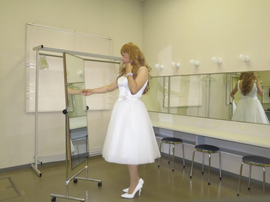 白ショートドレス楽屋(3)