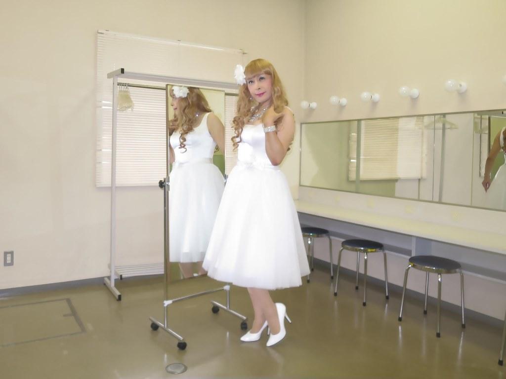 白ショートドレス楽屋(5)