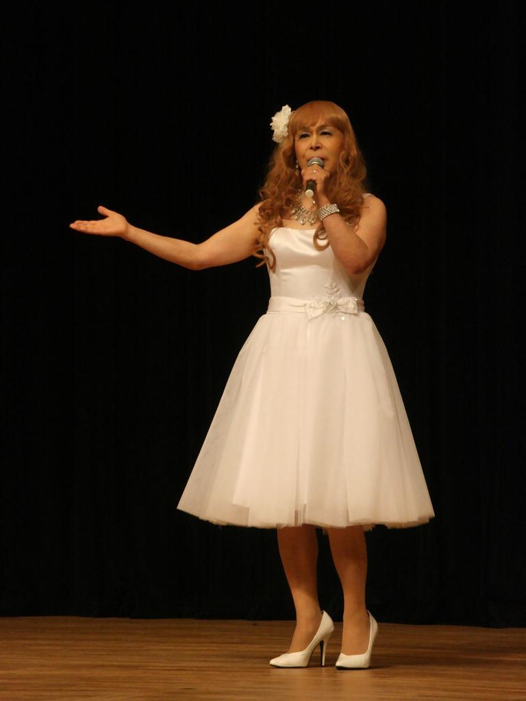 白ショートドレス舞台(2)