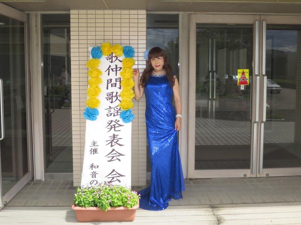 青スパンコールドレス発表会屋外(1)