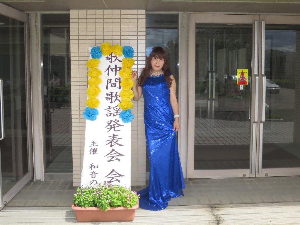 青スパンコールドレス発表会屋外(2)