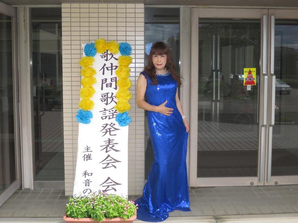 青スパンコールドレス発表会屋外(4)