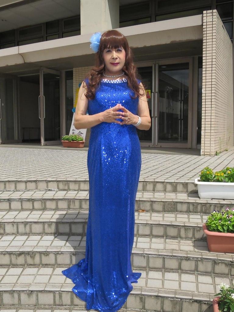 青スパンコールドレス発表会屋外(6)