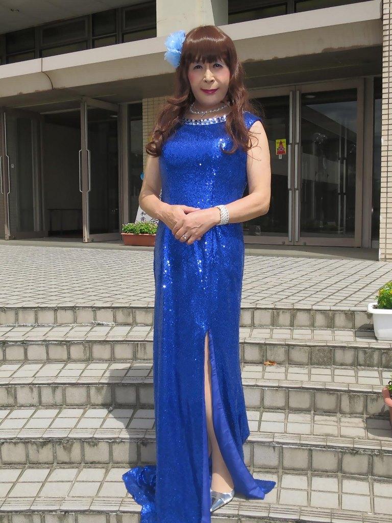 青スパンコールドレス発表会屋外(7)