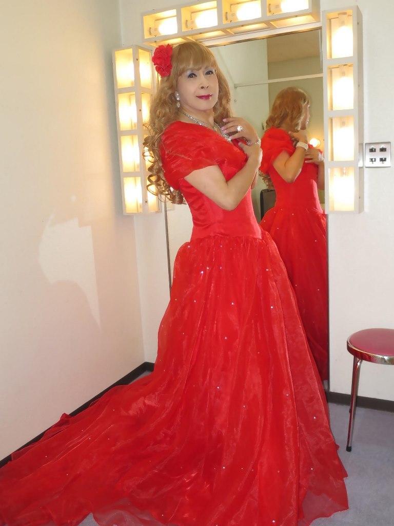 赤いロングドレス楽屋(1)