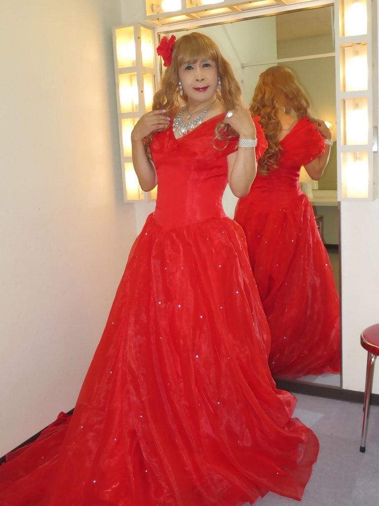 赤いロングドレス楽屋(2)