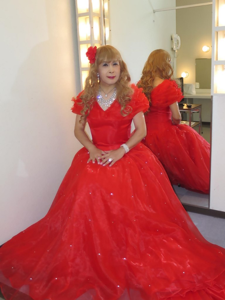 赤いロングドレス楽屋(3)