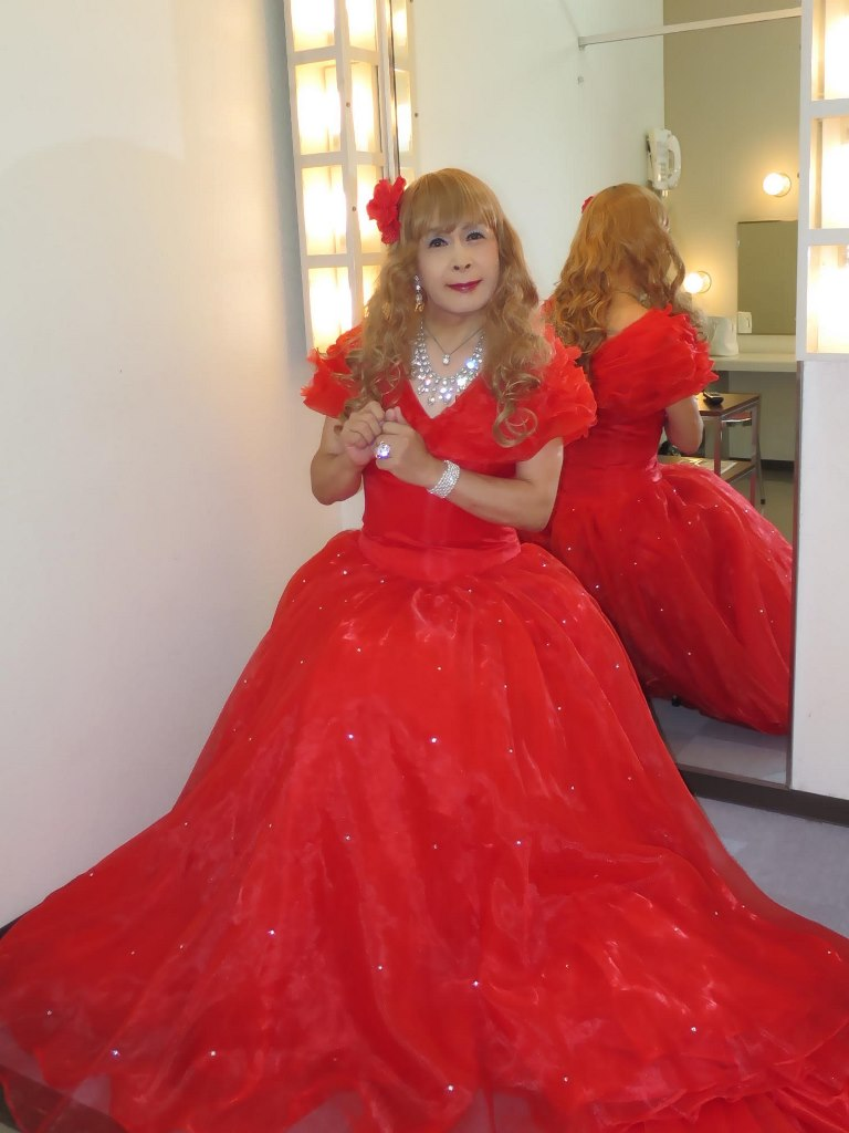 赤いロングドレス楽屋(4)