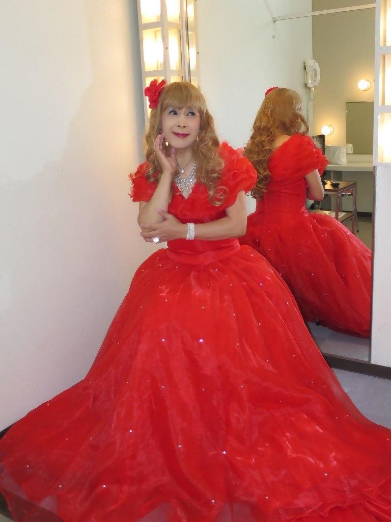 赤いロングドレス楽屋(5)