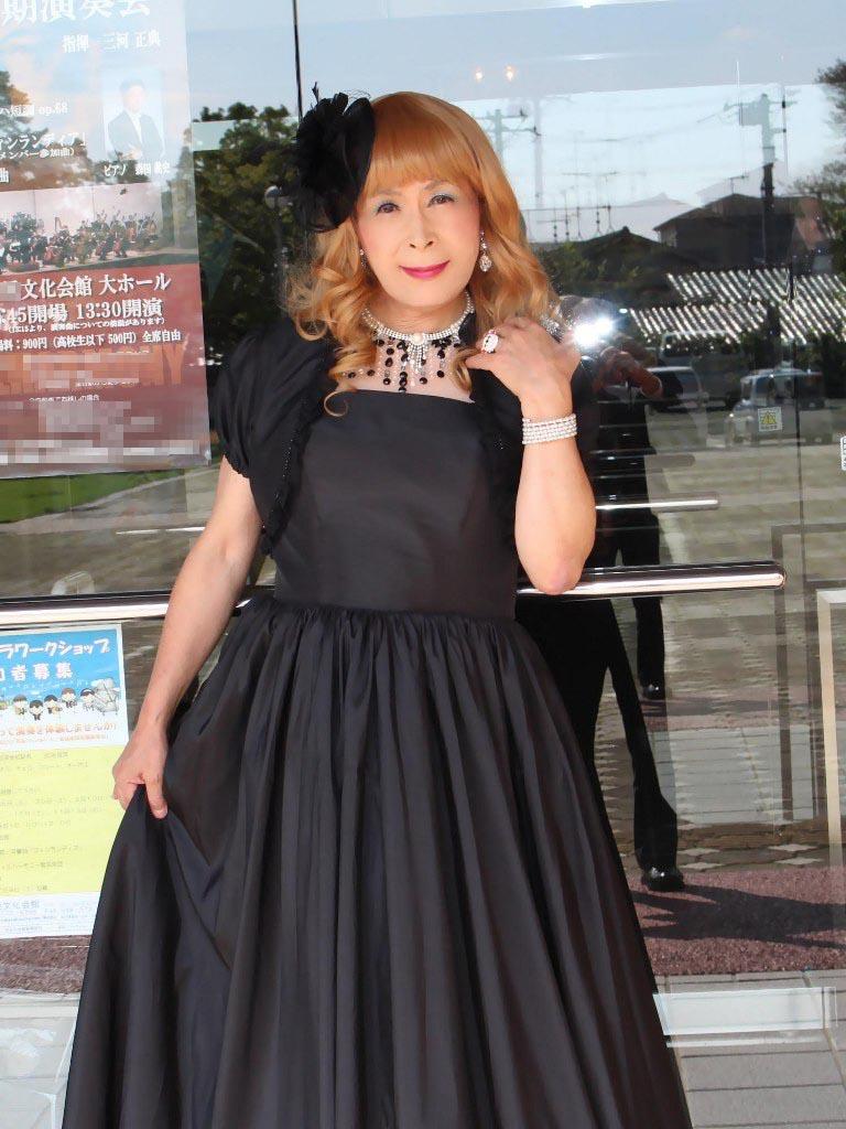 黒ドレス発表会場にて(7)