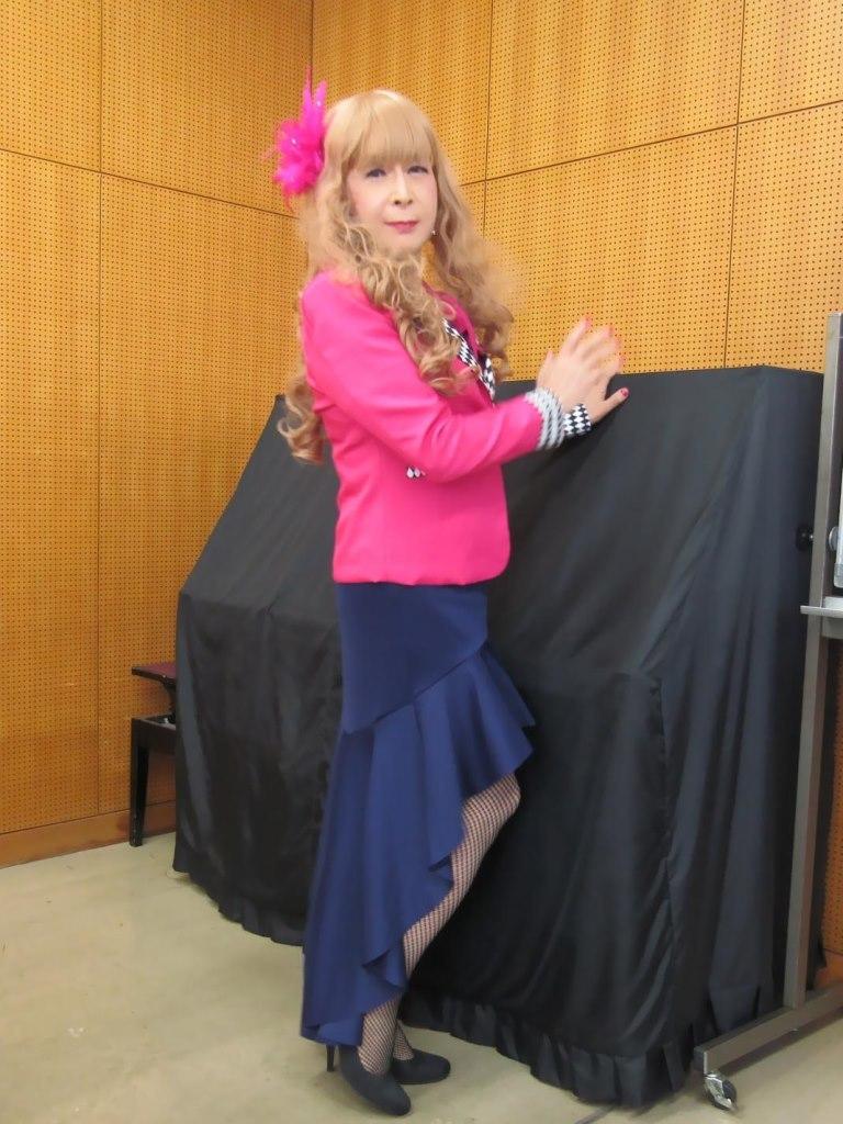 ピンクジャケット紺マーメイドスカート控室(7)