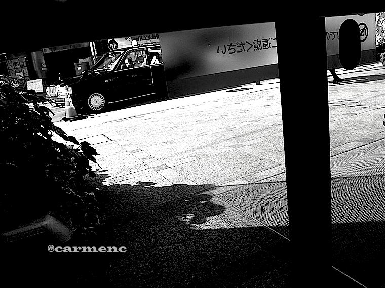 タクシーと影