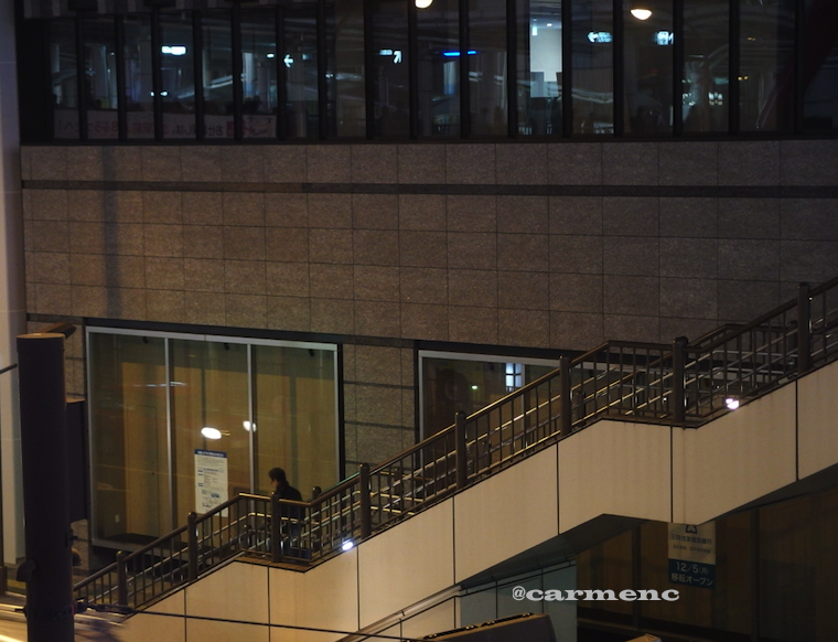 駅前の横断階段