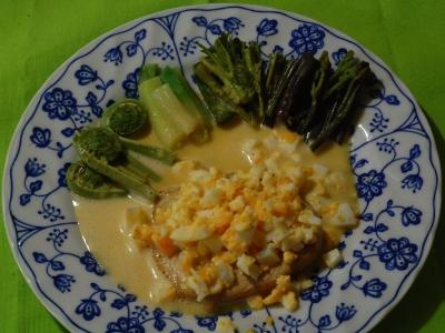 メカジキのスモーク、山菜4種のボイル、ムスリンソースで