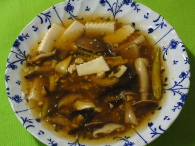 キノコ、ヤブカンゾウのつぼみのサンラータン