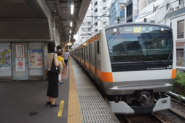 2016-08-03 中央線E233系トタT22編成 各駅停車河辺行き