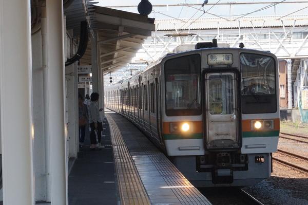 2016-08-04 東海道線211系シスLL4編成 熱海行き