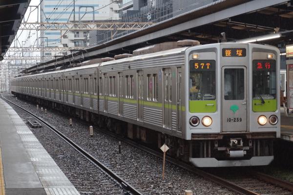 2016-08-27 都営10-250F 急行笹塚行き