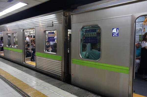 2016-08-27 都営10-320F 連結部