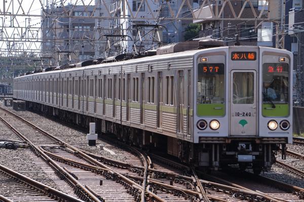 2016-09-03 都営10-240F 急行本八幡行き