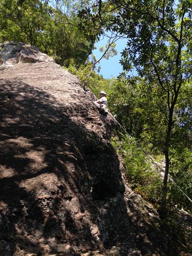 16102003幕岩
