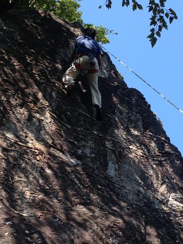 16102004幕岩