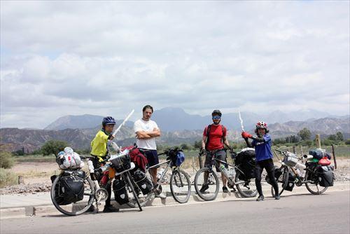 ⑤アルゼチン:道中親しくなり2週間行動を共にした現地サイクリスト (1)_R