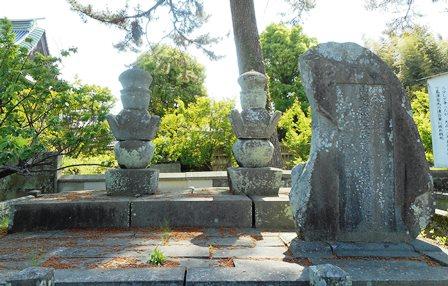 高伝寺4・隆信墓