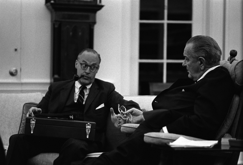 Lyndon_Johnson_and_Robert_Komer.jpg