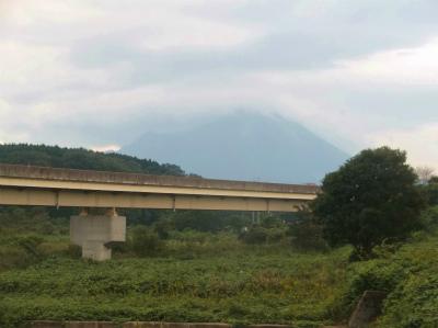 10.8雲がかかる大山