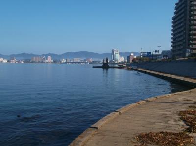 10.15湖畔から町を望む