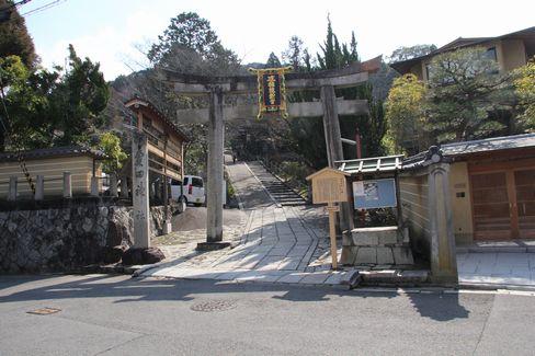 尊勝院・粟田神社の鳥居_H28.03.02撮影