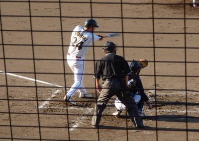P7072489佐川急便B4回表2死三塁から5番が中超え二塁打を放ち同点