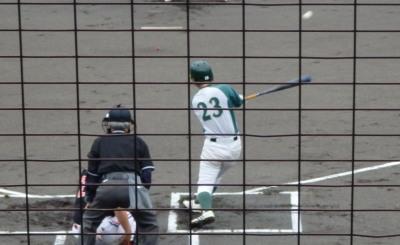 P7112521花園クラブ1回表、1死一塁から三番和泉が右前打を放ち、一、二塁と先制のチャンス