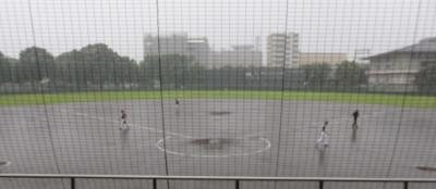 P7112563 前日の雨でグランドにも一気に水が浮き上がった