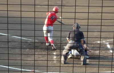 P7152583 3回裏トウヤ1死二塁から1番が遊直飛 あわや抜けるかと思われたが遊撃手が横っ飛びで好捕で得点に結び付かず