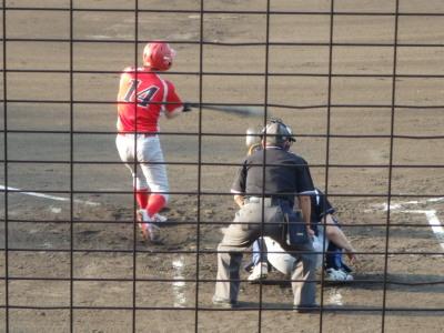 P7152586 トウヤの2番 1打席目に左越え二塁打を放つ 写真は2打席目で投ゴロ